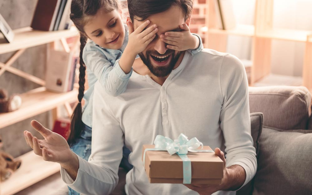 thinking about gifts to dads read on fan vencion